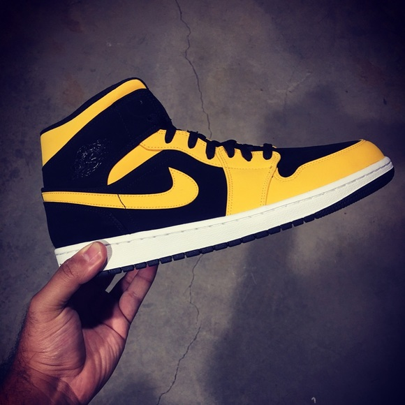 7834999973e9 Air Jordan 1 Mid (yellow Black)- 554724-071 -Sz 12